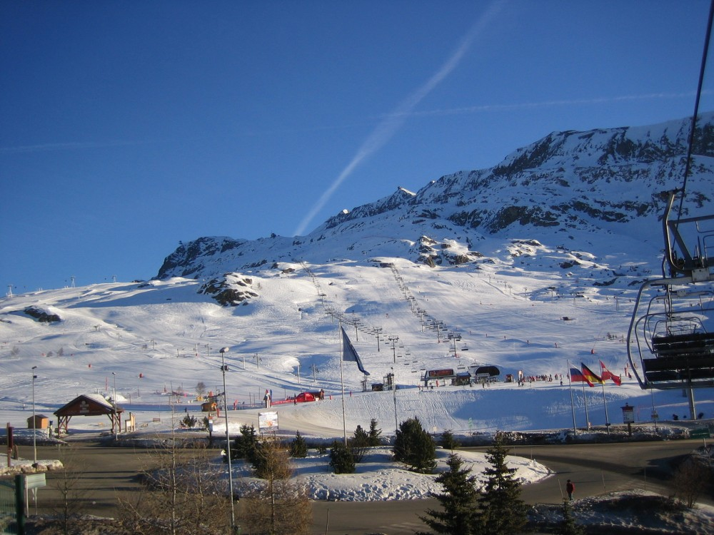 Alpe DHuez_town_Per Henrik Brask